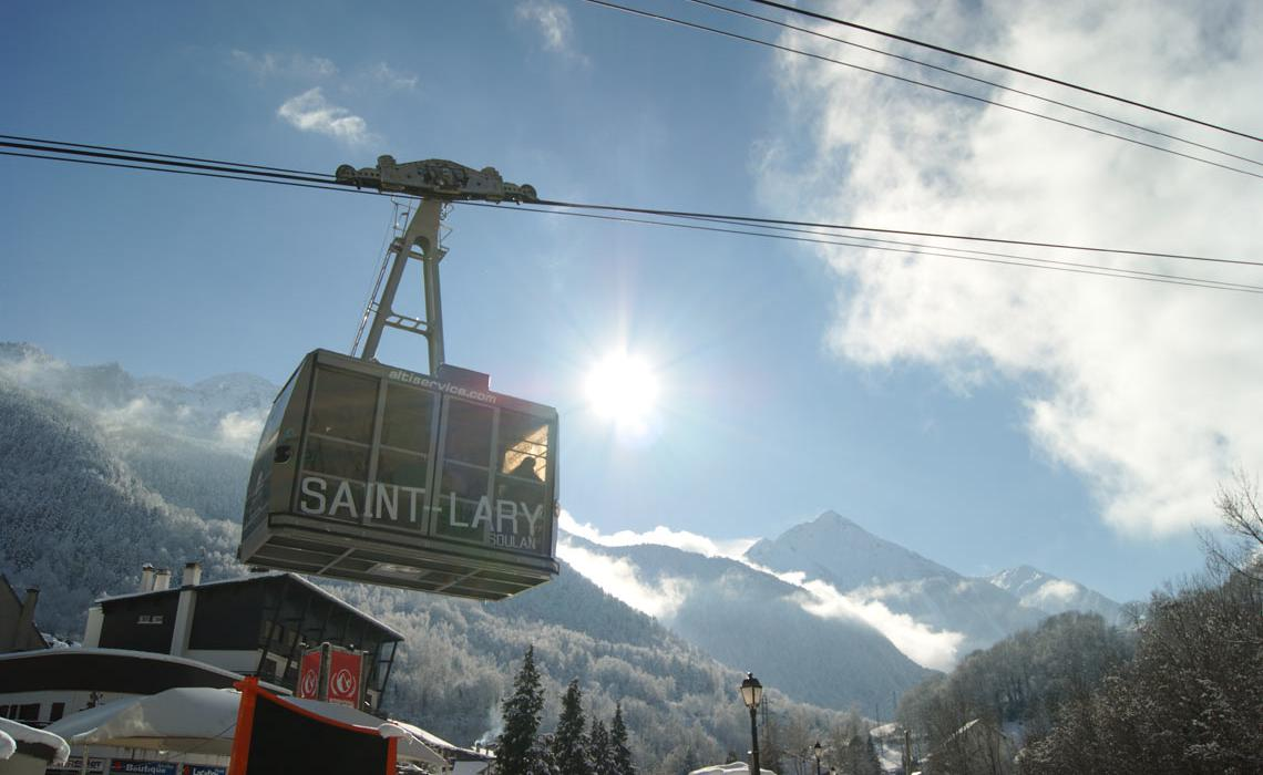 Cable car to Saint Lary station
